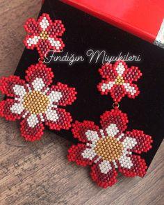 Seed Bead Earrings, Flower Earrings, Beaded Earrings, Seed Beads, Jewelry Patterns, Beading Patterns, Bijoux Diy, Brick Stitch, Beaded Flowers