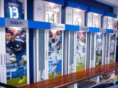 Visiting Real Madrid Stadium. Tour Bernabeu. Vestuario.