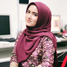 Ootd Hijab, Girl Hijab, Hijab Outfit, Muslim Fashion, Hijab Fashion, Girls Dp, Cute Girls, Satin Saree, Asian Model Girl
