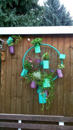 Jumajo: Garden decoration: from old to new - Upcycled Home Decor Garden Crafts, Diy Garden Decor, Garden Projects, Garden Art, Tropical Garden, Tropical Plants, Balcony Flowers, Upcycled Home Decor, Decoration Originale