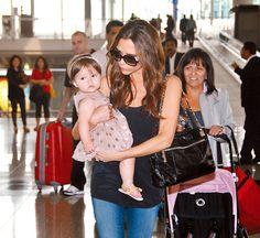 Harper Seven Beckham, una bailarina en el aeropuerto de Hong Kong #people #celebrities #kids