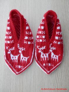 Turkish hand knitted women's Christmas slippers by ALIFEINCOLOURS