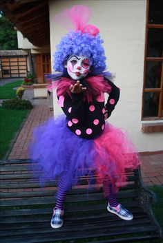 little girl clown costume - Kids Costumes Girl Clown Makeup, Girl Clown Costume, Clown Halloween Costumes, Halloween Carnival, Baby Halloween, Clowns, Clown Face Paint, Clown Party, Halloween Crafts For Toddlers