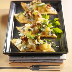 Découvrez la recette Feuilletés roquefort-poire sur cuisineactuelle.fr.