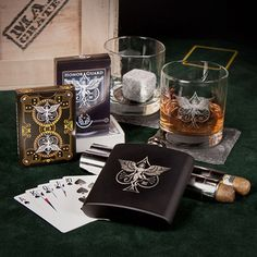 The High Roller (Man Crates) lots of ideas on this link Survival Prepping, Survival Skills, Urban Survival, Best Gifts For Men, Cool Gifts, Etched Gifts, Man Crates, Gift Crates, Poker Set