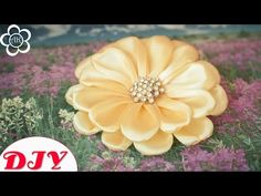 Яркие и красивые цветы из лент своими руками в технике Канзаши на заколках. Этот МК достаточно простой в исполнении, лента использована 2,5 см. ☛ ღ ✾ ✿ ❀ ❁ Р...