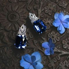 Cерьги с сапфирами общим веcом по 20 карат каждый в преддверии «Сапфирового коктейля» с Ильей Клюевым  Телефон клиентской службы CLUEV +7 495 773 93 22  #cluev #hautejoaillerie #jewelery #PreciousStones #sapphire