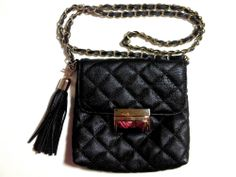 This sleek looking quilted bag comes with a inner zipper pocket, Its easy clip