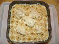 Potrebno:  35 dag mljevenog pettit keksa  20 dag mljevenih oraha  25 dag margarina  20 dag šećera  veća kutija piškota   Za kremu:  2 pu...