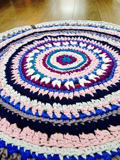 Klaver kleedje - Multicolor rond kleed blauw, grijs, paars door StudioXk op Etsy https://www.etsy.com/nl/listing/218188317/klaver-kleedje-multicolor-rond-kleed