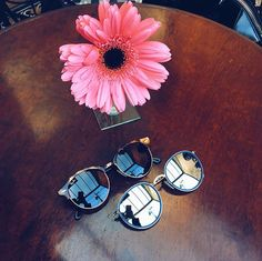 Ontem fui escolher um óculos na @oticascarol e não consegui me decidir! Hahaha Peguei esses dois!
