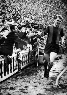 Gol de Kubala en un partido entre el Barcelona y el Inter de Milán en 1959. / EFE