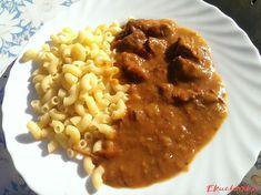 Hovězí guláš je tradiční recept, který známe už od našich babiček. Do guláše můžete použít i vepřové maso, my máme raději hovězí. Chana Masala, Risotto, Ethnic Recipes, Cooking