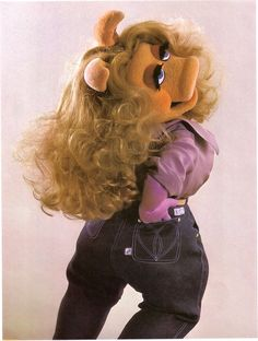 Miss Piggy Showing off her curves in jeans! Too cute!