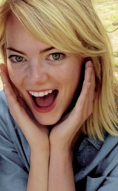Enma Stone, Actress Emma Stone, My Emma, Beautiful People, Beautiful Women, Gwen Stacy, All The Things Meme, Hollywood Celebrities, True Beauty