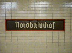 Station Nordbahnhof was tijdens de Koude Oolorg een van de spookstations die Berlijn rijk was. Veel West-Berlijnse metrolijnen reden onder Oost-Berlijns grondgebied door en passeerden de aldaar gelegen stations zonder te stoppen. De toegangen tot deze stations waren afgesloten. Ze werden door de DDR-grenstroepen bewaakt om te voorkomen dat burgers vanuit Oost-Berlijn zouden proberen te vluchten via deze weg.