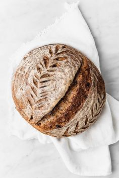 This golden raisin and walnut sourdough bread qith wholegrain flour is the nicest I've made ever. Sourdough Recipes, Sourdough Bread, Artisan Boulanger, Healthy Bread Recipes, Golden Raisins, Sweet Bakery, Artisan Bread, Bread Baking, Cravings