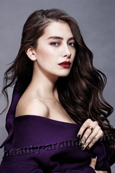 Neslihan Atagüls Stil, Haare und Make-up Beautiful People, Most Beautiful, Beautiful Women, Female Actresses, Actors & Actresses, Girl Actors, Turkish Beauty, Actrices Hollywood, Turkish Actors