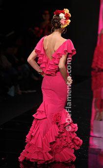 Gorgeous pink flamenco dress by Vicky Martin Berrocal. Flamenco Costume, Flamenco Skirt, Flamenco Dancers, Flamenco Dresses, Gala Dresses, Nice Dresses, Evening Dresses, Flamenco Wedding, Rose Bonbon
