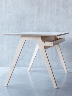 Office Olivia desk by Joni Steiner for http://opendesk.cc