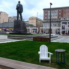A new look and feel for the Bard of the Revolution - one that any #massachusetts native can get behind -  #mayakovskaya #Moscow #park #squaready #Russia