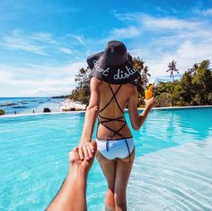 the magic island of Bohol in Philippines (the photo series by Russian Photographer, Murad Osmann) Beautiful Couple, Beautiful Sunset, Most Beautiful, Beautiful Pictures, Wanderlust Travel, Murad Osmann, Luxury Boat, Magic Island, Voyager Loin