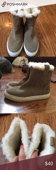 Zara high top sneakers with fur inside Only worn 2-3 times . In awesome condition. Size 39 Zara Zara Shoes Sneakers