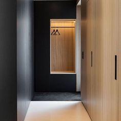 S o s l e e k . . . . #closetinspo #shopTSP Garderobe Design, Built In Furniture, Hallway Furniture, Minimal Home, Wardrobe Closet, Bedroom Wardrobe, Closet Wall, Black Wardrobe, Modern Wardrobe