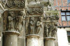 THOUARS (79) chapiteau du portail de l'église ST Médard