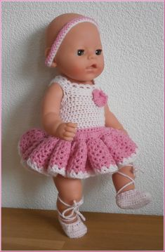poppenkleertjes breien of haken - Bing images Crochet Doll Clothes, Crochet Dolls, Knit Crochet, Reborn Dolls, Baby Dolls, Baby Annabell, Crochet Applique Patterns Free, Baby Born Clothes, Bitty Baby