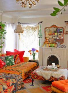 bohemian living room, not a fan of the color, but I love the feeling. Boho Living Room, Bohemian Living, Home And Living, Living Spaces, Bohemian Interior, Bohemian Decor, Bohemian Style, Boho Chic, Deco Boheme