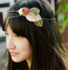 couronne de fleur mariage  accessoire coiffure mariée  http://lamarieeencolere.com/post/25986328833/couronnefleurs#