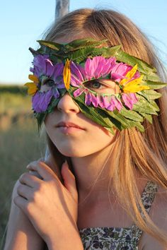 Mer Mag: DIY Nature Mask with Leaves and Flowers