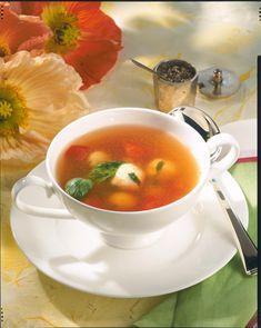Unser beliebtes Rezept für Klare Tomatensuppe mit Basilikumklößchen und mehr als 55.000 weitere kostenlose Rezepte auf LECKER.de.