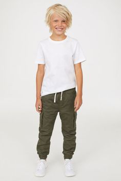 Jersey-lined cargo trousers Model Trendy Boy Outfits, Outfits Niños, Boys Summer Outfits, Cute Outfits For Kids, Toddler Outfits, Tween Boy Fashion, Cute Kids Fashion, Tween Boy Style, Little Man Style