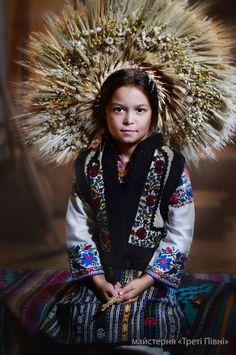 Діти у національному вбранні, Україна