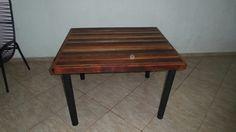 Mesa feita com sobras de madeira