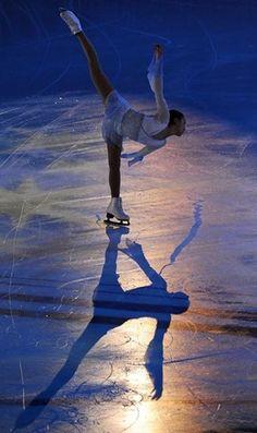 スケートリンクの上でステップ、 スピン、ジャンプなど 自由自在に自分のからだを操る。 そのリンクに身を置く自分は、 寛大な気分。