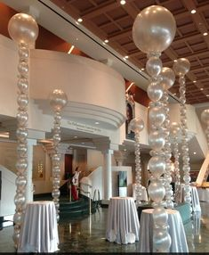 Squiggly Spheres, Tower Spheres, 3 foot balloons decor sculptures Baloons +++ Party decoration with metallic pearly balloons … - New Deko Sites Ballon Decorations, Wedding Decorations, Table Decorations, Balloon Columns, Balloon Arch, Balloon Ideas, Balloon Tower, Bubble Balloons, Photo Balloons