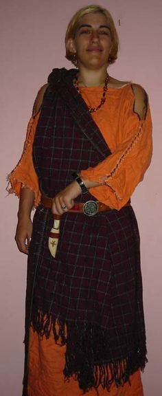 Celtic/Irish garb  best blog out there for early period garb...