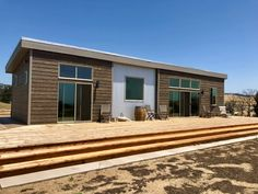 Beautiful New Haven model, ready for summer fun! Small Modern House Plans, Modern House Design, Modular Homes, Prefab Homes, Eco Homes, Haven Series, Oregon House, Window Glazing, Hawaii Homes