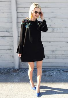 Pretty embroidered dress, bell sleeves and fun blue pumps