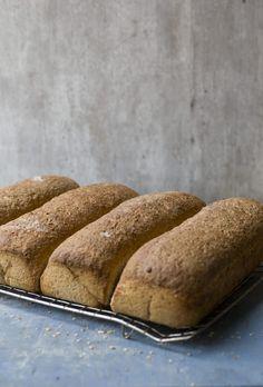 Brød i langpanne betyr å bake fire grovbrød samtidig. Putt langpannebrødet av grov rug og hvete i frysen, så får du alltid fersk brød til hverdagen. Bread, Baking, Food, Brot, Bakken, Essen, Meals, Breads, Backen