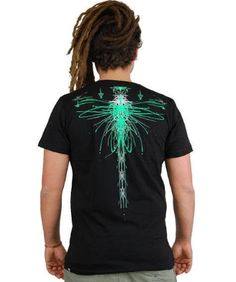 ELECTRO FLY man's t-shirt printed dragonfly psychedelic robotised, trance festival, alternative fashion, psywear man, electro, T-shirt man printed dragonfly robotised and psychedelic in the back. Original design of alternative fashion.