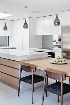 THE DESIGNORY North Bondi House. Featuring custom kitchen joinery with integrate Kitchen Island Dining Table, Rustic Kitchen Island, Kitchen Island With Seating, Dining Tables, Kitchen Cabinets, Kitchen Backsplash, Backsplash Ideas, Kitchen Countertops, Kitchen Benchtops