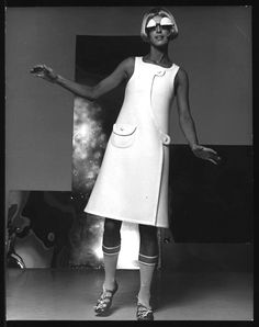 designer Andre Courreges 60's Sixties Fashion, Mod Fashion, Vintage Fashion, Space Fashion, Vintage Dresses, 1960s Dresses, Vintage Outfits, Fashion History, Space Age