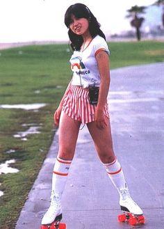 中森明菜 Akina Nakamori, 1980s Idolo  ok so chie DEFINITELY roller skates now holy SHIT