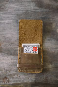 Etsy の The Workman's Wallet by RCSmithLeatherworks Leather Front Pocket Wallet, Leather Wallet Pattern, Small Leather Wallet, Leather Card Wallet, Handmade Leather Wallet, Leather Store, Leather Art, Custom Leather, Leather Tooling