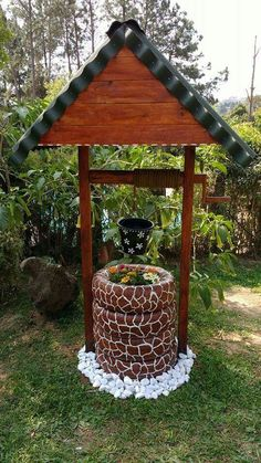 Water well made with tires. How creative! - Water well made with tires. How creative! Water well made with tires. How creative! Tire Garden, Garden Yard Ideas, Diy Garden Projects, Garden Crafts, Diy Garden Decor, Garden Decorations, Art Crafts, Diy Design, Tire Craft