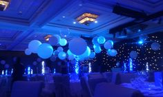 An amazing 'bubbly' winter wonderland Send Balloons, Balloons Online, Christmas Party Decorations, Balloon Decorations, Wedding Dreams, Dream Wedding, Galaxy Theme, Balloon Delivery, Balloon Gift